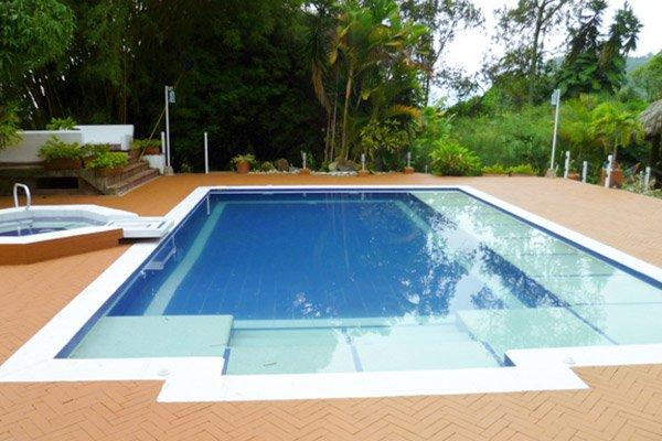 Galeria piscina tradicional pools arts 25 construcci n for Construccion piscinas colombia